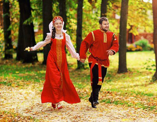 красивая пара на прогулке