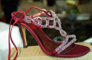 женские туфли с рубинами