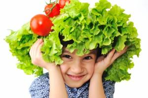 счастливый ребёнок вегетарианец